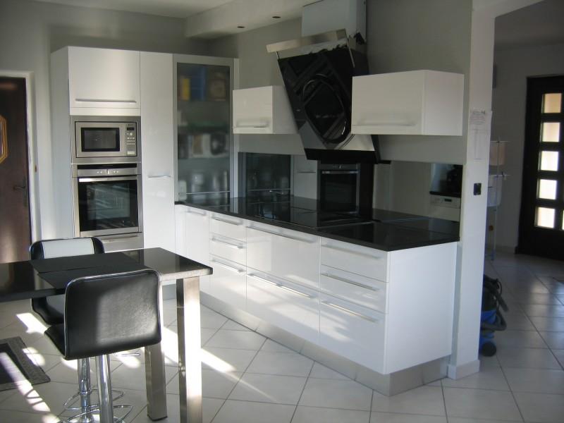 Modele cuisine blanche laqu e tout sur la cuisine et le - Cuisine design noir et blanche ...