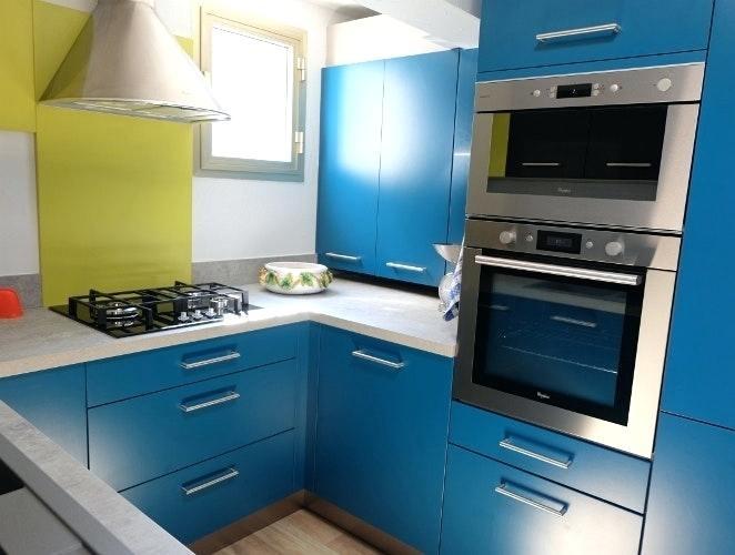 model de petite cuisine quip e tout sur la cuisine et le mobilier cuisine. Black Bedroom Furniture Sets. Home Design Ideas